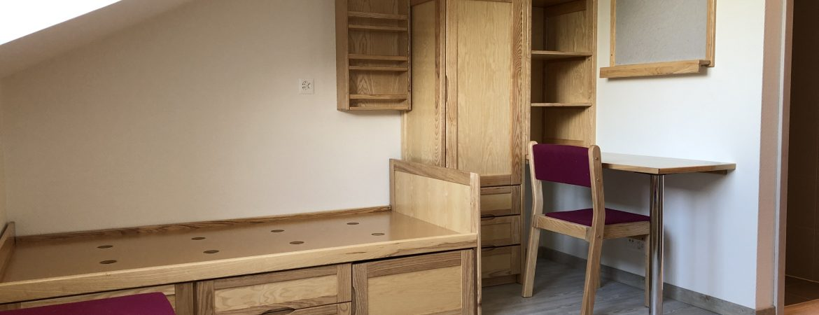 Fitted furniture in bedroom